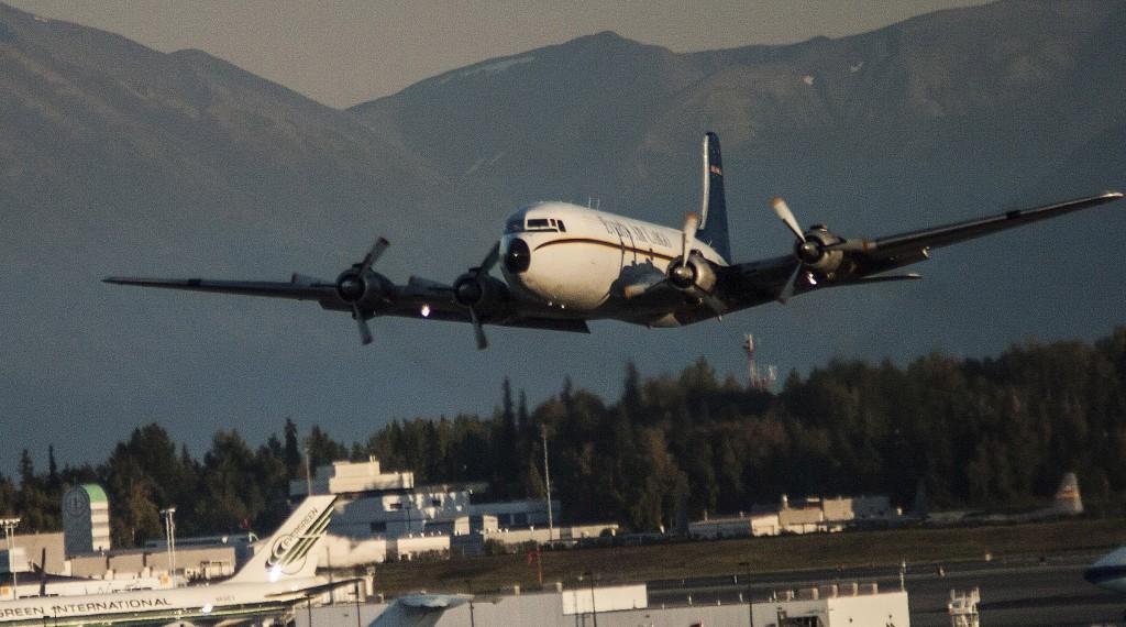 Douglas DC-6, Everts Air, Alaska - environmental portrait & best aircraft photography l Alaskafoto - Alaska photography