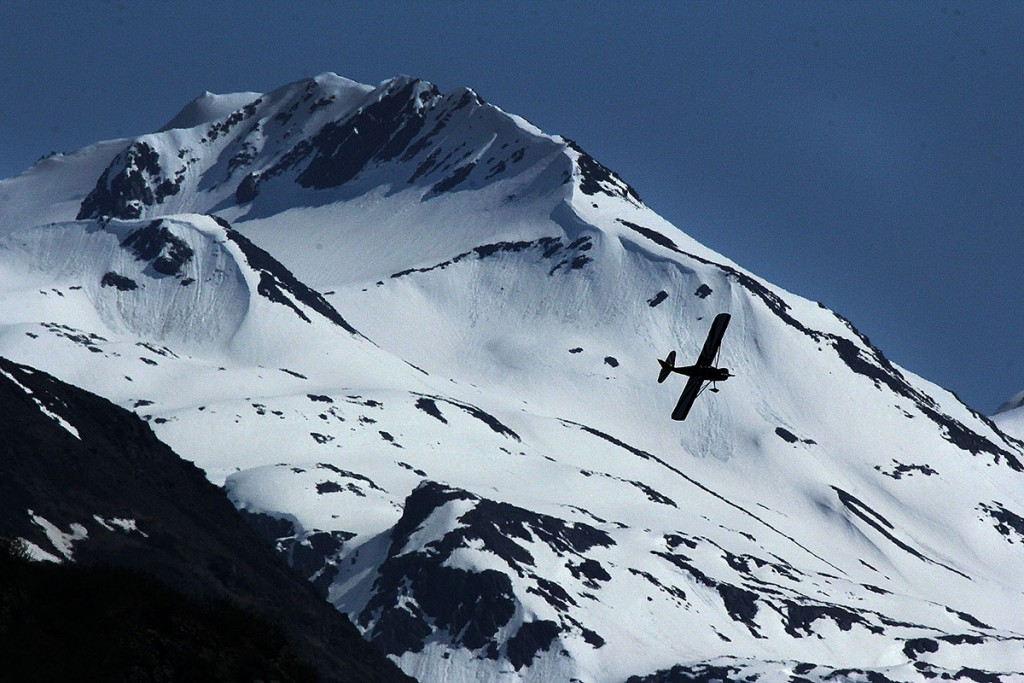 Plane near Valdez Pioneer airport - Alaska photography & portrait photographers l Alaskafoto - Aircraft photography - Photo by Rob Stapleton