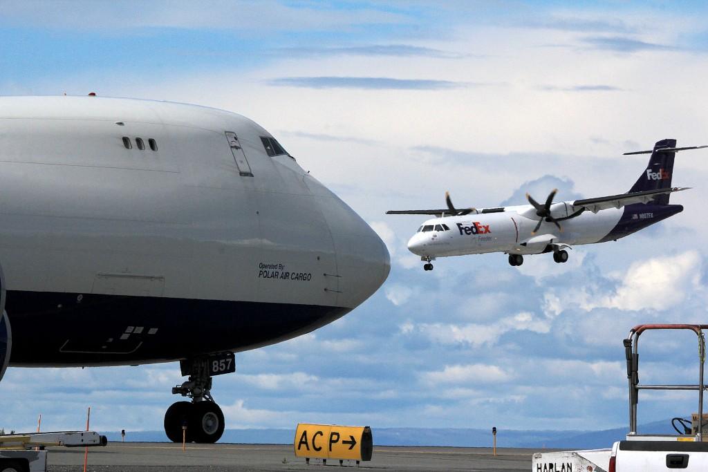 Alaska air cargo photography   Alaskafoto - Aircraft portrait photographers & environmental portrait