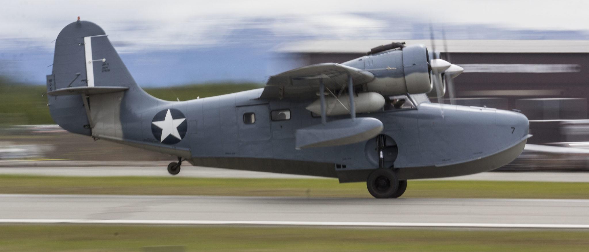 Grumman Goose at Merrill Field take off   Alaskafoto - Top Alaska photography & aircraft portraits