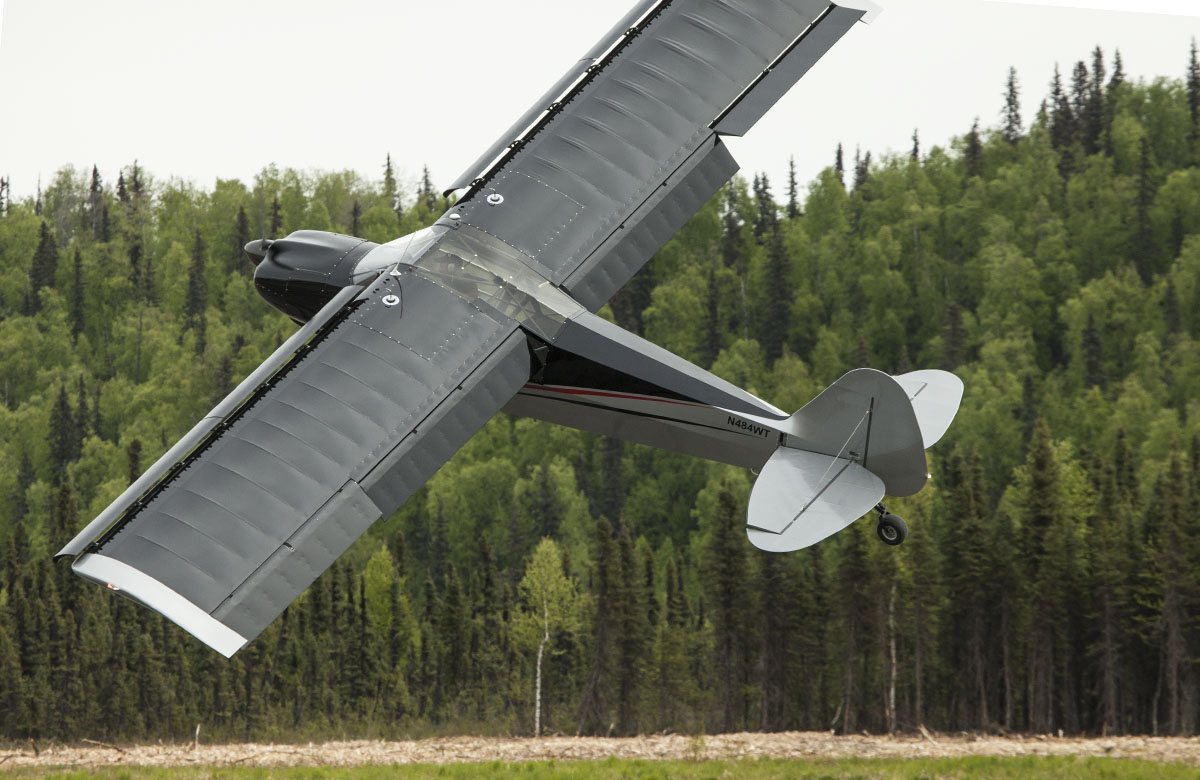 Aircraft in steep angle - Competition at Talkeetna, Alaska Fly-in | Alaskafoto - Aircraft photography