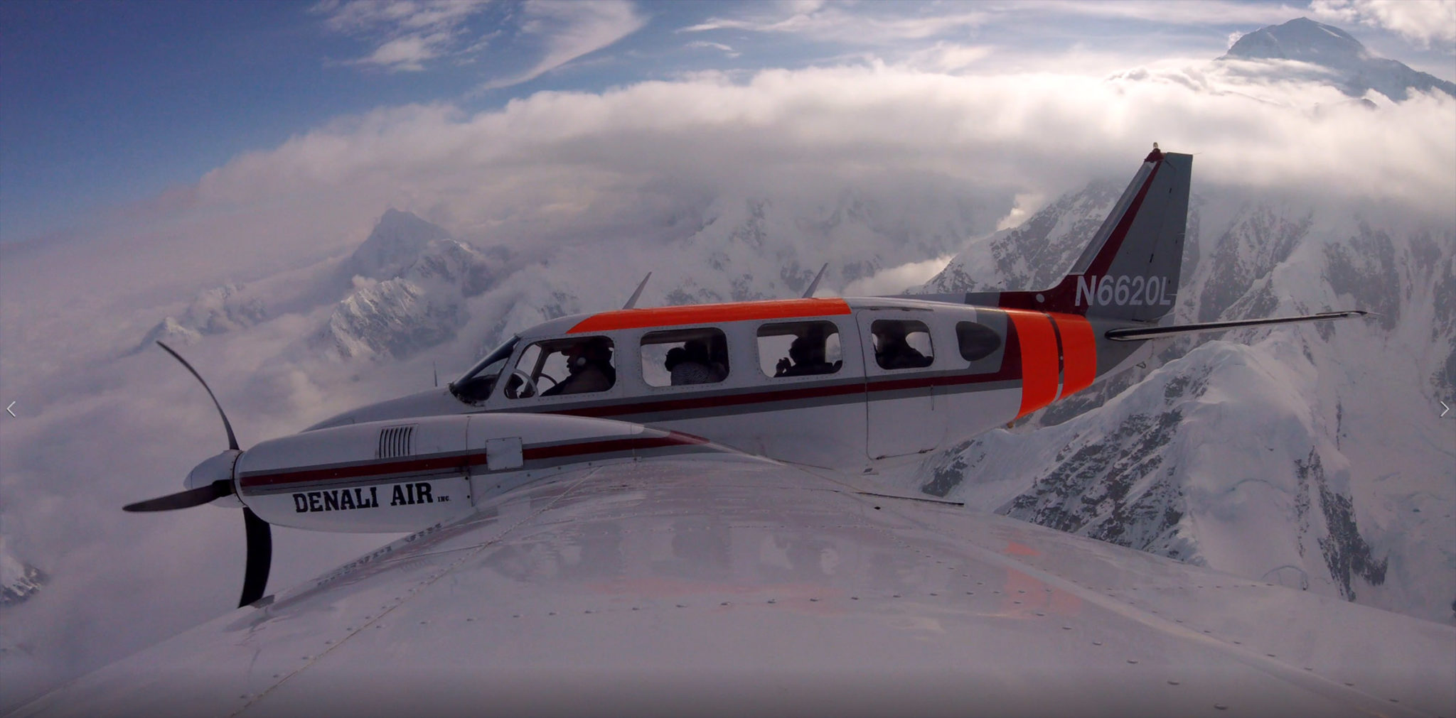 Alaskafoto jpeg image of an Airplane in-flight from the left wing