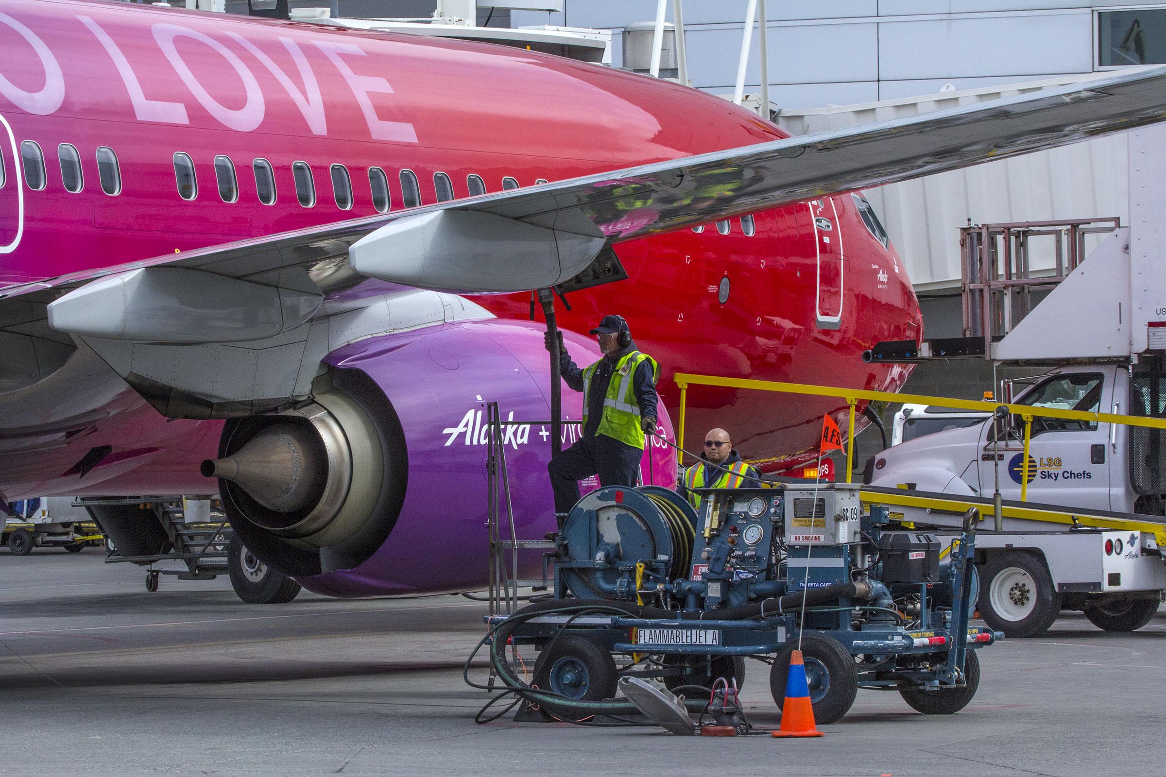 Alaska jet, aircraft, fueling, ANC, Alaskafoto images