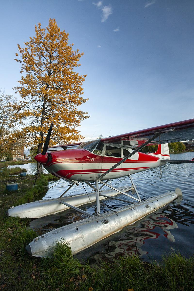 A Cessna floatplane in the watter
